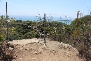 休息區也爭海岸第一排,為了佔據好的景觀,不惜犧牲綠地。
