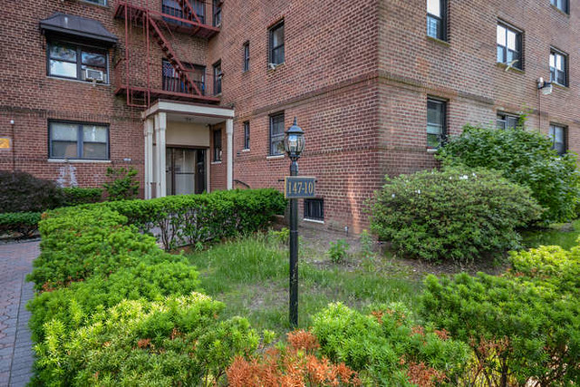 1 BR CO-OP BRIARWOOD