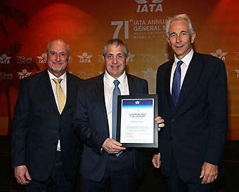 Paul Steele, Roberto Alvo and Tony Tyler (LATAM Airlines)