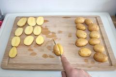 12 - Kartoffeln halbieren / Cut potatoes in halfs