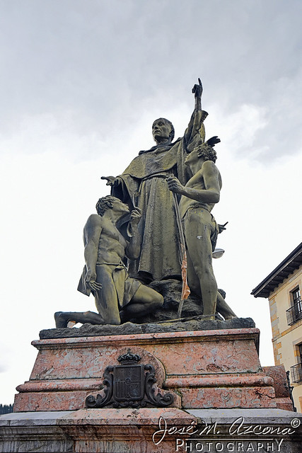 Ordizia (Guipuzcoa). Estatua de Fray Andrés de Urdaneta.