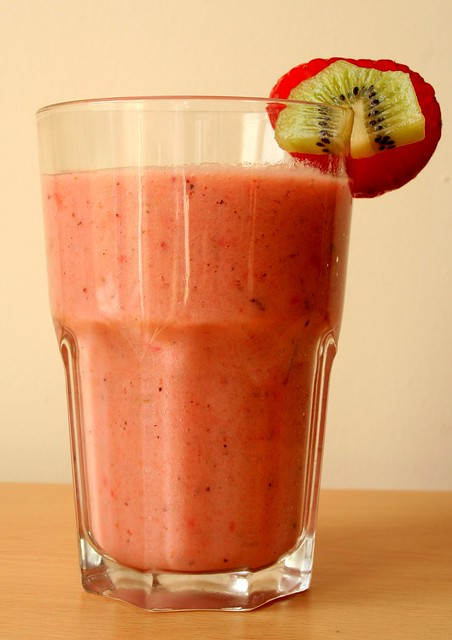 Strawberry, Kiwi & Banana Smoothie | For a Saturday morning ...
