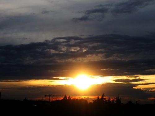 sunset italy sun clouds 510fav geotagged italia tramonto nuvole 2006 sole lombardia lombardy agrate tonightsunsert050306agratebrianzamiitaly geo:lat=455793 geo:lon=93575 agratebrianza