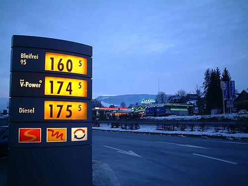 Gas station [Swiss] - 無料写真検索fotoq