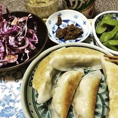 gyoza, cole slaw, sriracha beef jerky, edamame & umeshu♡ #dinner #gyoza #coleslaw #edamame #sriracha #beefjerky #umeshu #梅酒 #枝豆 #餃子 #japan