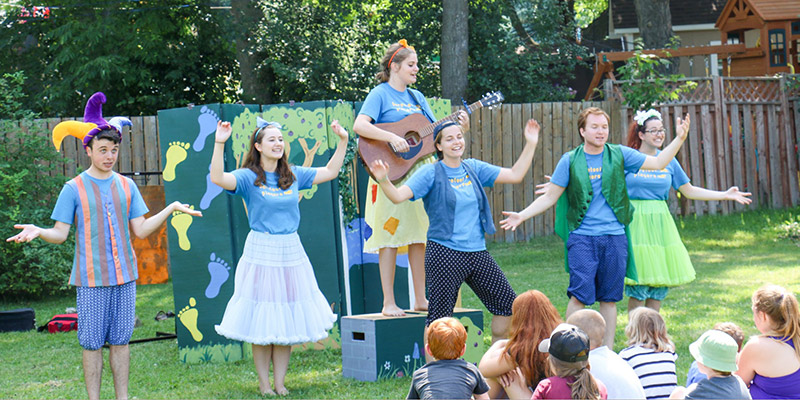 The Barefoot Players, a theatre troupe from Queen's Department of Drama, is touring and performing for young audiences throughout Kingston and surrounding area.