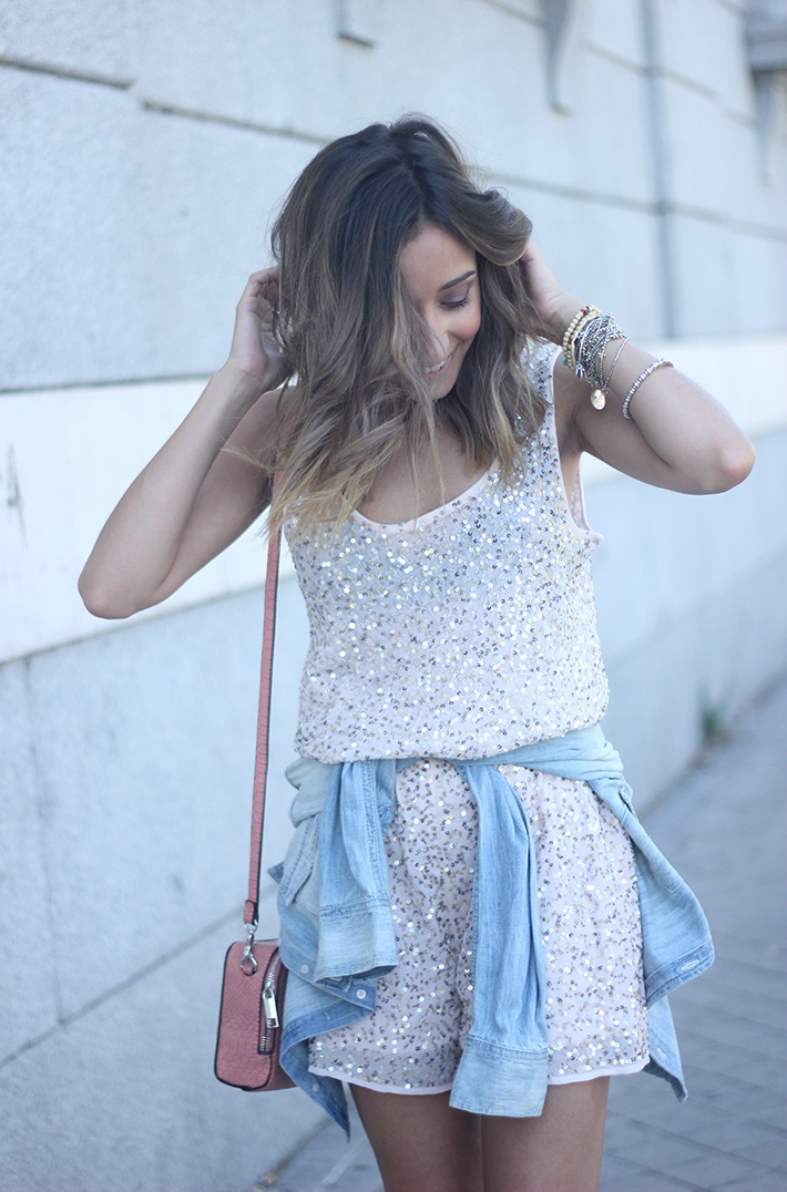 shorts and top with sequins summer outfits18