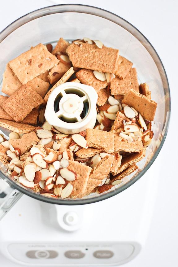Raspberry Swirl Frozen Yogurt Pie...264 calories and 7 Weight Watchers PP for a less-guilt splurge!   cookincanuck.com #dessert #recipe