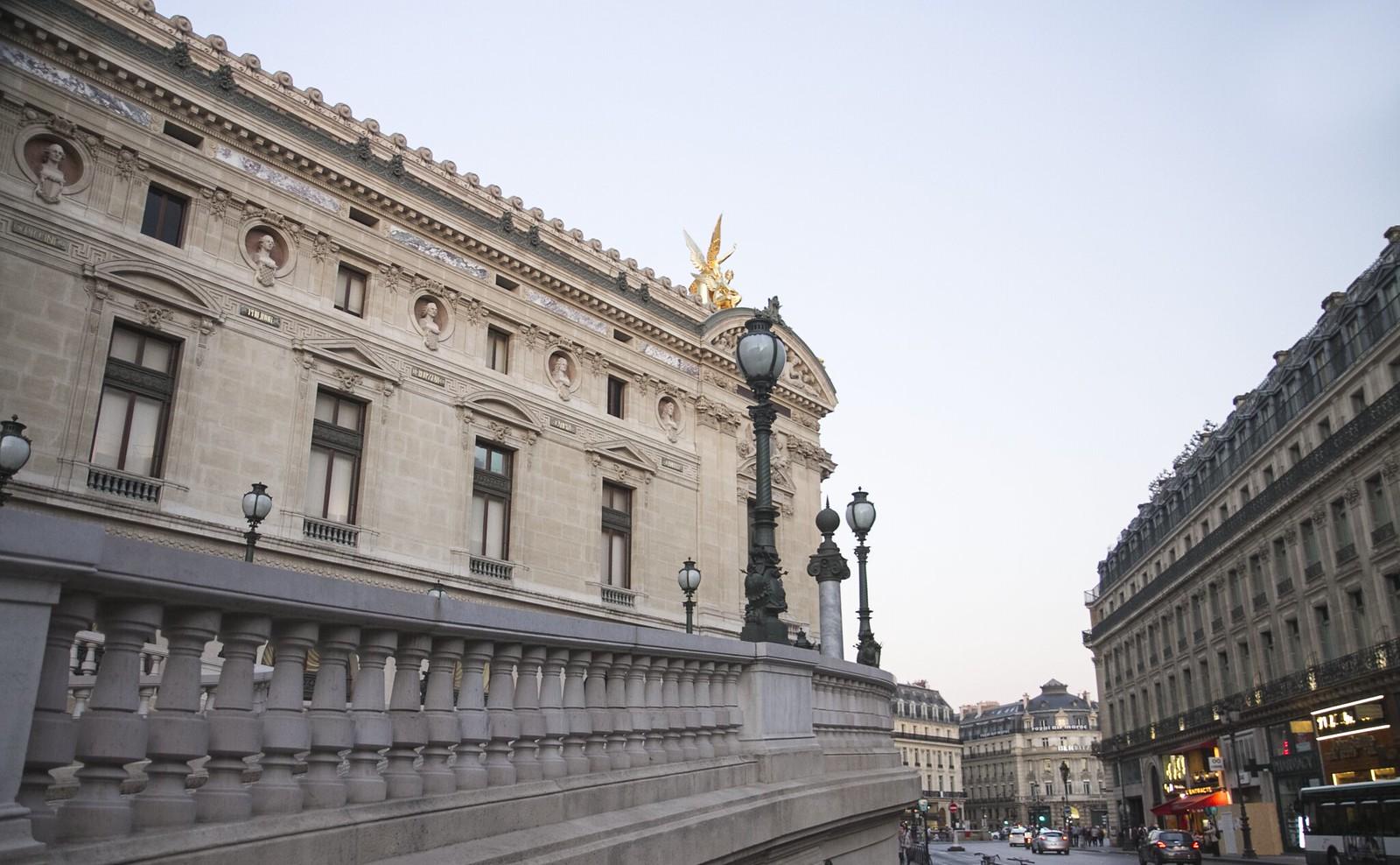 paris_museum_outside