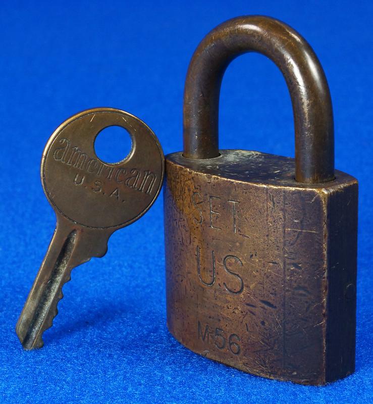 RD15096 Vintage American SET US M56 Military Solid Brass Lock Padlock & Original Key DSC07682