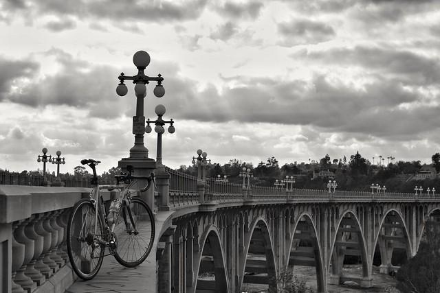 On a Sunday afternoon #bikeLA #bikelife #losangeles #lasucksforcycling #coloradostreetbridge