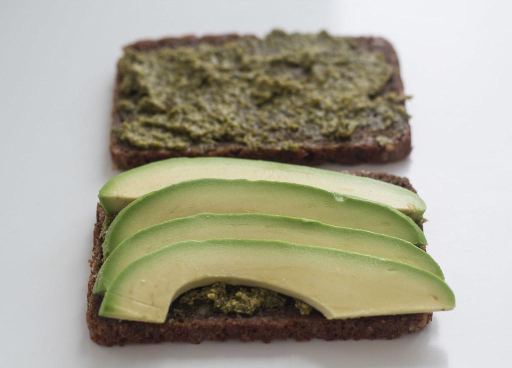 panini - Panini med rugbrød, avokado og mozzarella (2)