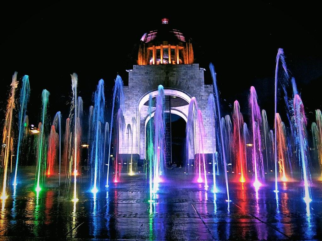 Fuentes De Colores Monumento A La Revoluci 243 N Mexicana