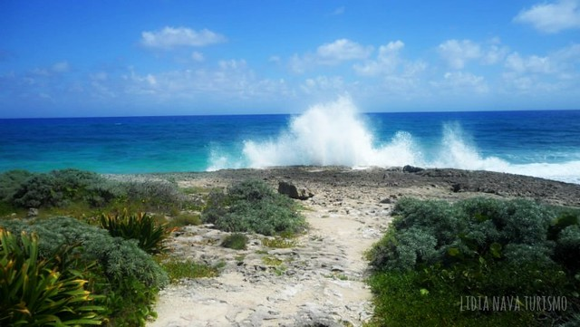 Rompiendo-olas-en-Cozumel