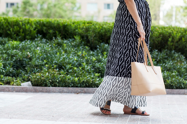 Maxi dress banana republic printed dress nude tote jcrew house of harlow sunglasses kate spade New York sandals jeweled straw hat summer looks what to wear to work events bbq outside of the office