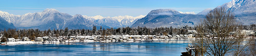 mountains river fraserriver water panorama mountainpanorama houses trees goldenears goldenearsbridge armandburon vancouver langley mapleridge