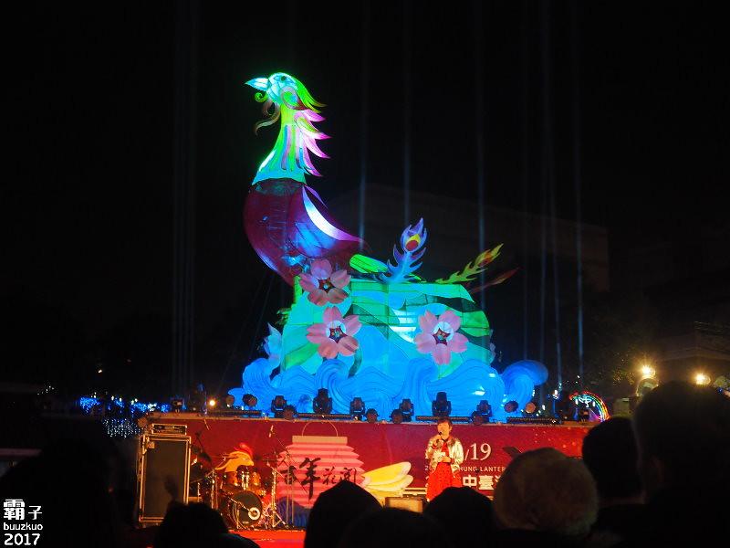32738603545 d9ca87b4b3 b - 2017台中燈會,鳳凰花開加各種花燈齊聚港區藝術中心~