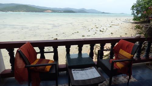 今日のサムイ島 6月22日 ビッグブッダ寺で食べる – スモークチキンサンド