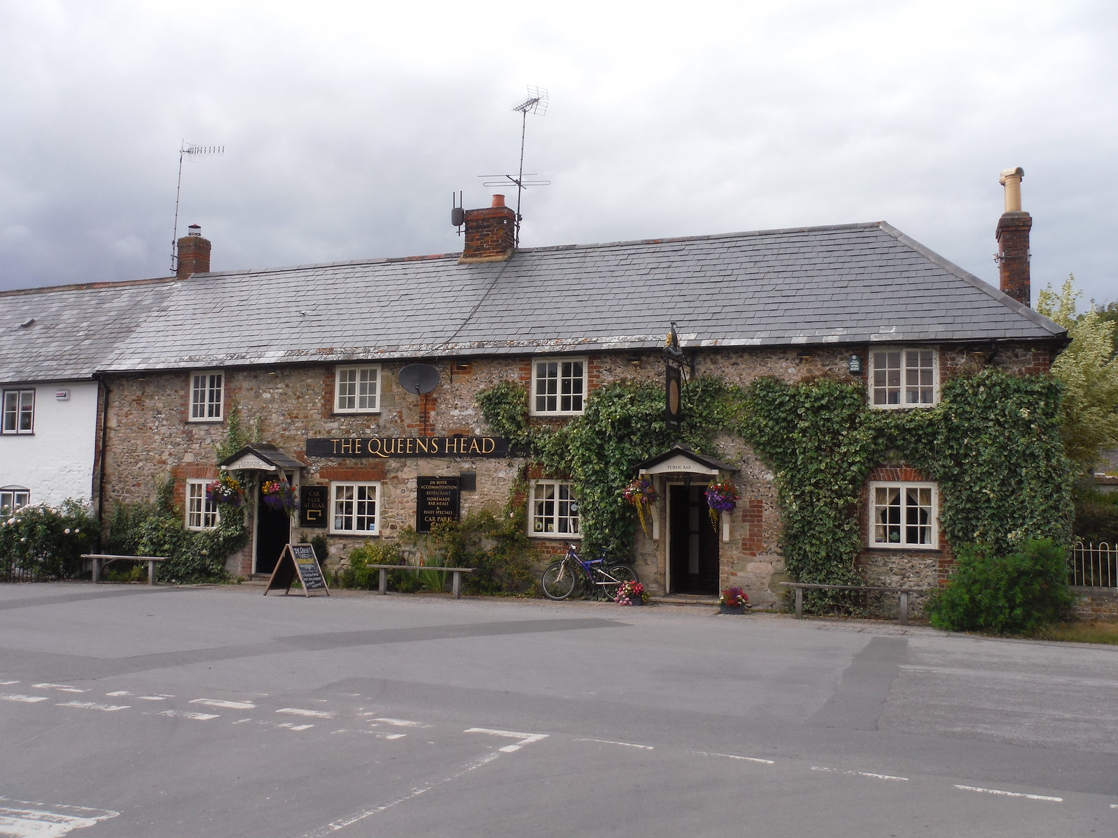 The Queen's Head, Broad Chalke SWC Walk 254 Salisbury Circular