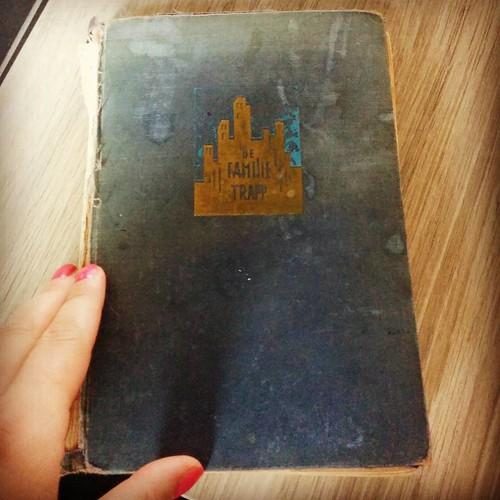 Ter afwisseling nog eens een echt boek. Eentje uit 1949 dan nog wel. #soundofmusic #antiek