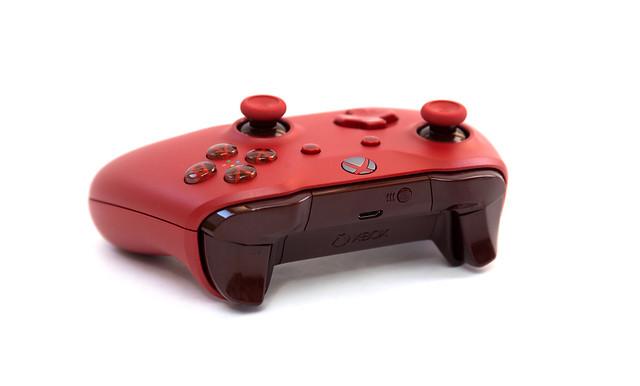 最強手把出現了嗎?!電腦手機都可以用的 Xbox One 藍牙紅色無線控制器 @3C 達人廖阿輝