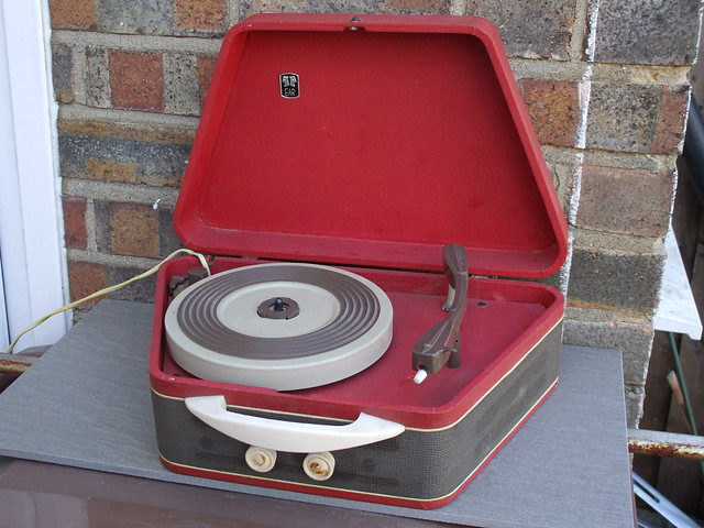 Vintage 1950's EAR Electric Audio Reproducers Portable Record Player ...Fully Working Too  !