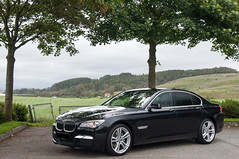 performance car(0.0), bmw 6 series(0.0), sports car(0.0), automobile(1.0), automotive exterior(1.0), executive car(1.0), wheel(1.0), vehicle(1.0), automotive design(1.0), sports sedan(1.0), bmw 7 series(1.0), bmw 5 series(1.0), sedan(1.0), personal luxury car(1.0), land vehicle(1.0), luxury vehicle(1.0),