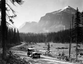 Temple, Saddle, and Fairview Mountains, Banff National Park, Alberta / Les monts Temple, Saddle et Fairview au parc national Banff, en Alberta