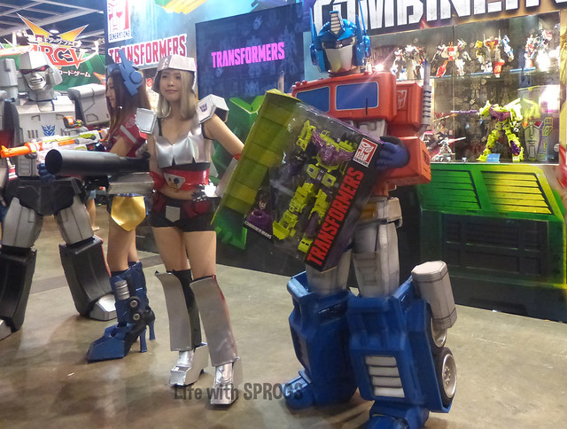 Optimus showing Devastator who the bigger bot really is...