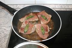 33 - Kalbsschnitzel zurück in Sauce legen / Put…