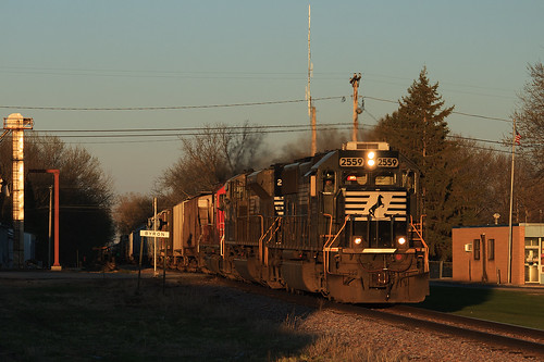 sunset ns locomotive norfolksouthern goldenlight 471 emd byronmn ns2559 emdsd70 wasecasubdivision