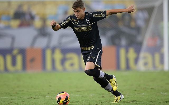 Oct�vio exalta oportunidade como lateral contra o Madureira