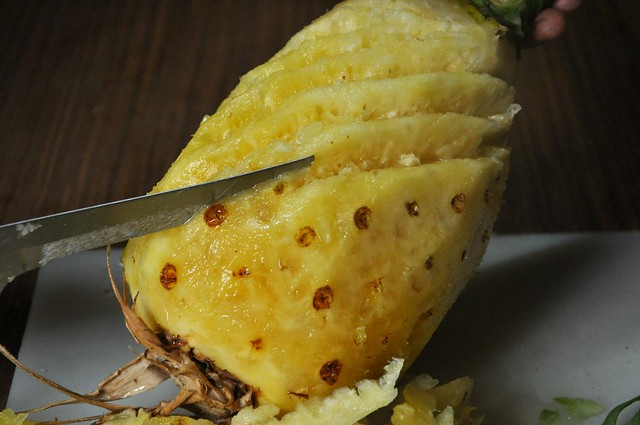 How to cut a pineapple like an Ilocano 3