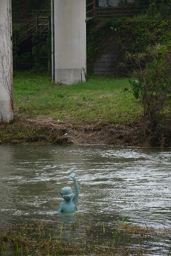台風の影響で河童がおぼれそう