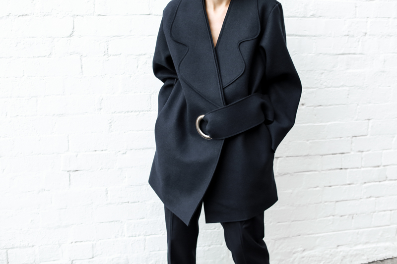 modern legacy, fashion blog, JACQUEMUS designer navy coat, oversized, buckle detail, off duty, street style, details (1 of 1)