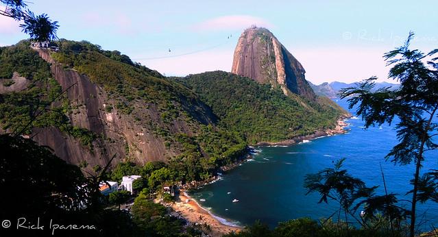 Praia Vermelha e o Pão de Açucar - Rio de Janeiro  Sugar Loaf and Praia Vermelha (Red Beach) #SugarLoaf #Urca #Rio2016 #Rio450 #Brasil