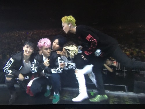 BIGBANG Osaka FINAL Japan Day 3 2016-12-29 Screencaps (1)