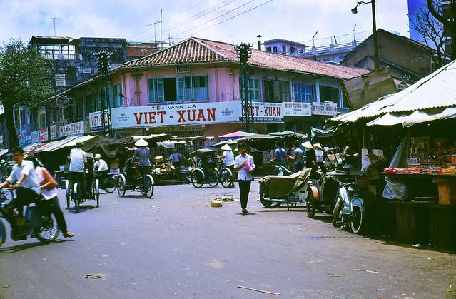 Downtown Saigon Vietnam 1969 - Chợ cũ, góc Hàm Nghi-Tôn Thất Đạm