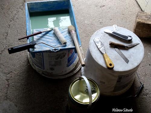 Peinture porte garage de blanc à vert romarin