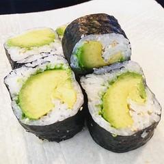Avocado roll... My happy place... #vegan #vegansofig #vegansushi #veganfoodporn #veganoptions #veganfoodshare #veganshares #whatveganseat #p2tv #bestofvegan #sdfoodie #sandiego #sandiegovegan #happyhour #sushi #avocado #caavocado #avocadoroll #veggiesushi