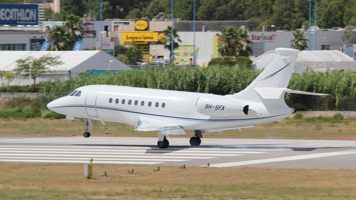 Aéroport de Cannes-Mandelieu [LFMD-CEQ] Juillet 2015   19978423289_8d7b9496c6_o
