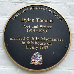 Photo of Caitlin Macnamara and Dylan Thomas black plaque