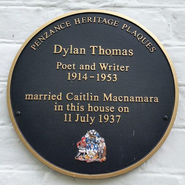 Photo of Dylan Thomas and Caitlin Macnamara black plaque