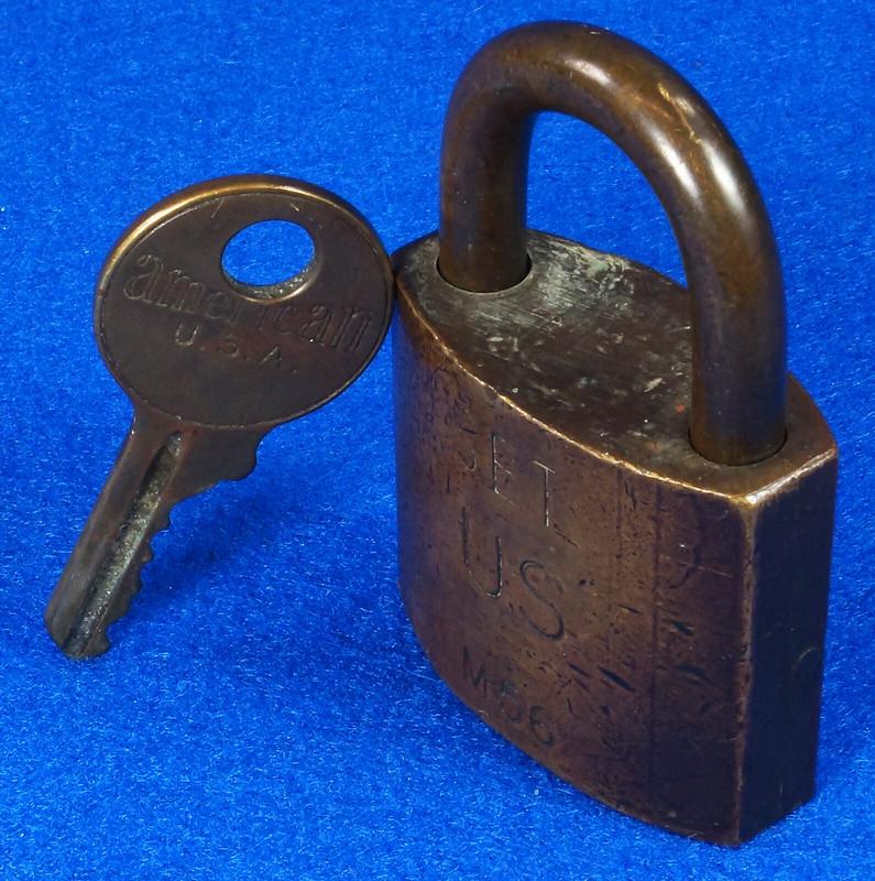 RD15096 Vintage American SET US M56 Military Solid Brass Lock Padlock & Original Key DSC07681