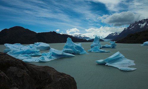 Icebergs in Lake Grey