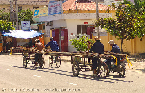 4801 - vietnam - Oversize Load - Cargo Tricycles Carrying Rebars