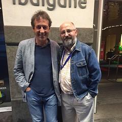 Mi recuerdo de mi paso por #BilbaoPhotoExperience  es esta foto con el maestro #ChemaMadoz  Mejor cuánto más cerca estás de él. Un hombre sencillo y cercano, lleno de humanidad y de verdad. Un placer haber podido compartir unos minutos con él.