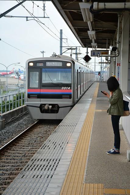 芝山千代田駅と京成3000形電車