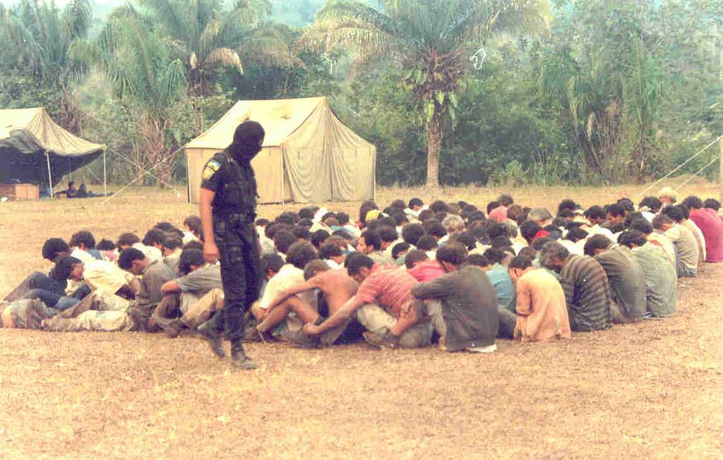 corumbiara soldados e trab no campo.jpg