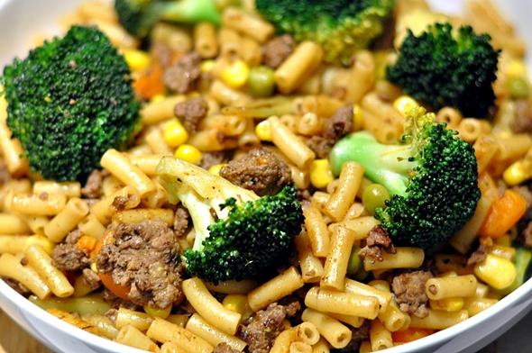 Beef & Broccoli Chow Mac | www.fussfreecooking.com